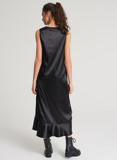 Pi π Eteği Volanlı Saten Elbise Siyah